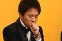 浜田雅功つける100万円の賢者の石ブレス 背景にあの美人占い師