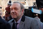 ケヴィン・スペイシーが初出廷 強制わいせつ容疑で無罪を主張