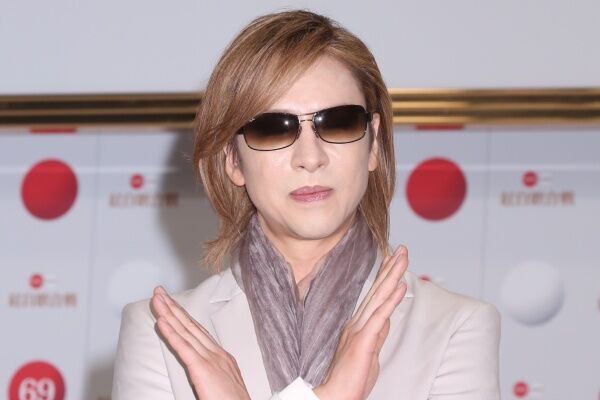 YOSHIKI転倒に20万コメント 見てられないと心配の声殺到