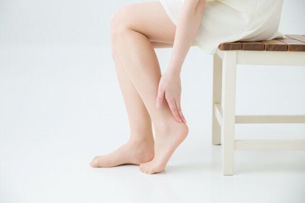 アスリートを診てきた鍼灸師が語る「腰痛に効く1分バタ足運動」