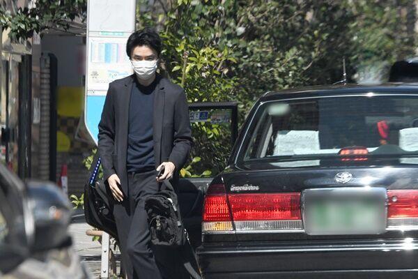 42歳の誕生日を迎えた3月、京香の自宅から出てきた長谷川。