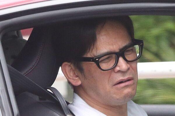 『PON!』に向かう道すがら記者の直撃に応じた岡田。