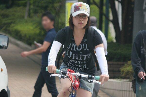 宇多田ヒカルが過剰運動症候群公表 ライブ裏にあった激痛の爪痕