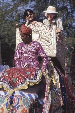 紀子さま ゾウの上で赤面!新婚旅行のハプニング【秘蔵写真】