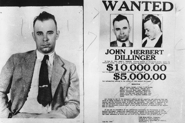 ジョン・デリンジャーと懸賞金ポスター(写真:AP/アフロ)