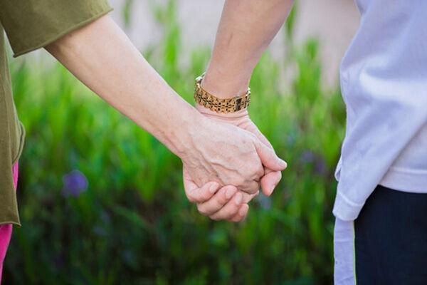 50代女性恋愛のリアル「バツイチ男性と不倫中…夫とは別れる」