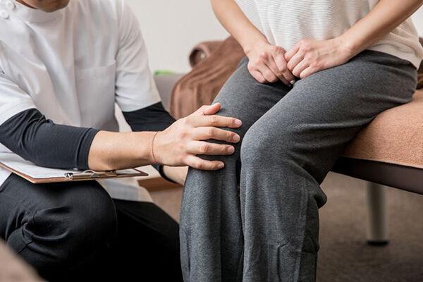 足の健康をおびやかす「変形性ひざ関節症」を見抜くサイン