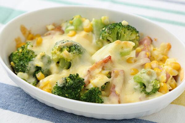 『卵とコーンの簡単グラタン』卵を使うマヨネーズや豊穣を表すブロッコリーもIN