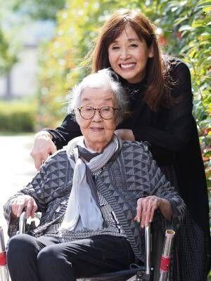 介護する姪の葦笛るかさんも元タカラジェンヌ(撮影&取材:西松 宏)