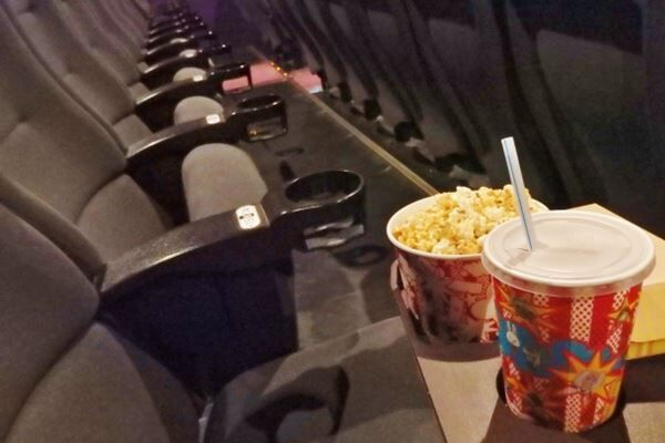 「軽減税率」対象外の外食「映画館の食事」は8%に…その境界線