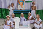 ガンジー生誕150年記念日に遺灰盗まれる 肖像に「裏切り者」とも