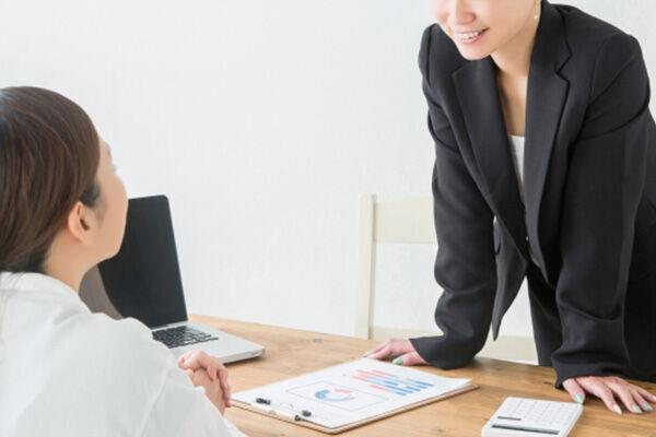 相手のやる気を引き出す「ほめる→アドバイス→ほめる」の会話