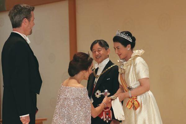 デンマーク皇太子妃と雅子さま(写真:内閣府)