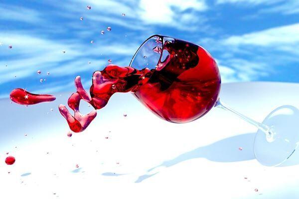 エルメス製品にワインこぼしたウェイター、雇い主から訴えられる