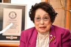 99歳、最高齢の美容部員 車いす生活になっても「生涯現役で」