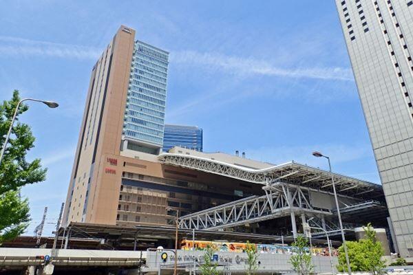 大阪市にある大丸梅田店は、JR大阪駅直結の百貨店