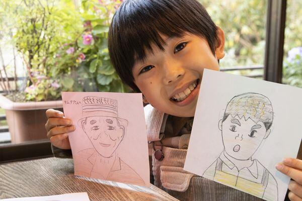 折り紙の裏に描いた似顔絵は、ドラマで共演中の笹野高史と工藤阿須加。