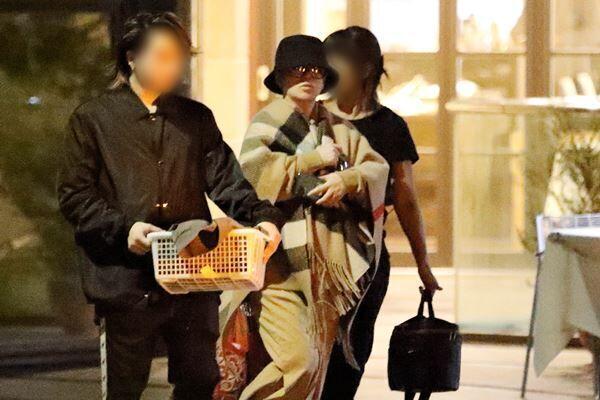 昨年11月8日、西麻布にある高級エステ店に現れた浜崎。