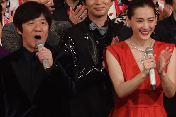 最後まで明るく進行した紅組司会の綾瀬はるか。