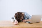 睡眠不足は「乳がん」リスク高め…がんにまつわる二択クイズ