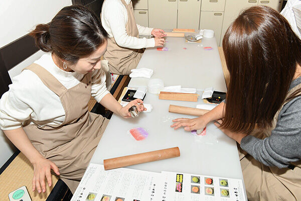 「ういろ」や「きんとき」京の老舗和菓子屋で菓子づくり体験