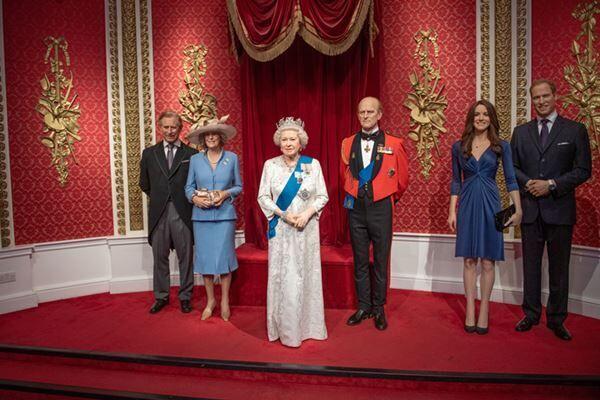 マダム・タッソー蝋人形館の王室コーナーからは早々にヘンリー王子とメーガン妃の人形が撤去された(写真:Splash/アフロ)