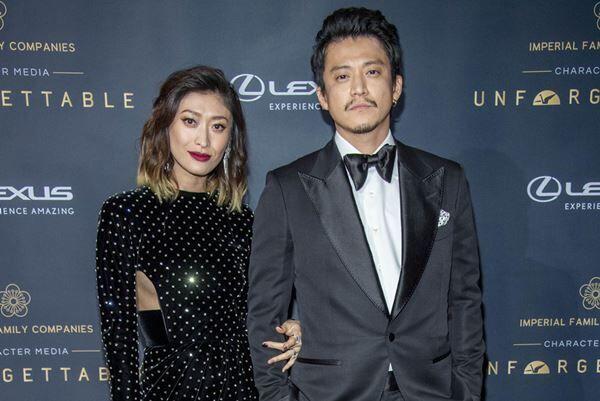 昨年12月、ロサンゼルスのイベントに妻の山田優同伴で出席した小栗旬。