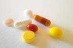 サプリと治療薬の併用に医師が警鐘、うつ症状起こす危険も