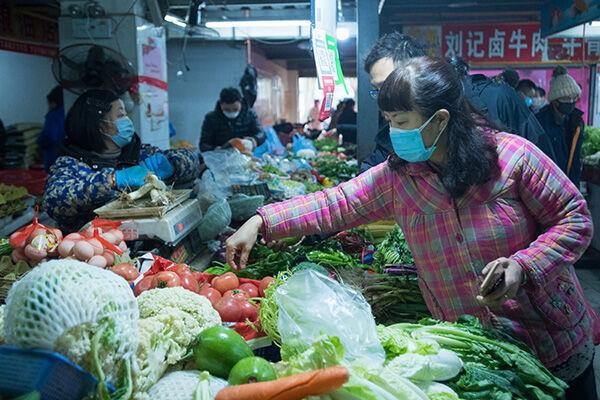 武漢市内の市場から発生したといわれている(写真:アフロ)
