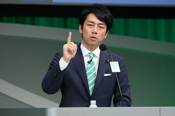 新年会で会議欠席疑惑の小泉大臣 明言避ける姿勢に非難の声