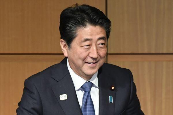 百田尚樹氏 批判一転、安倍首相と会談「言うべきこと言った」