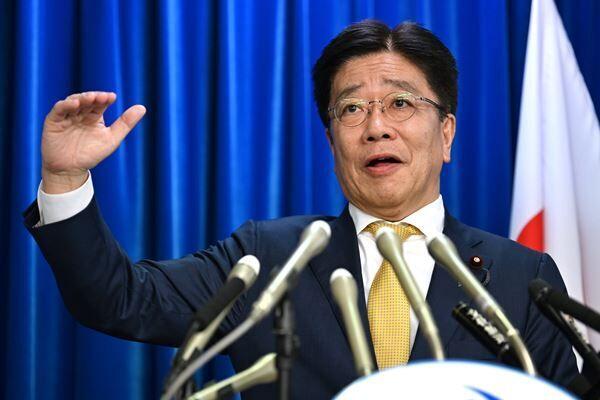 新型コロナ対策で連日批判を浴びている加藤厚労相(写真:時事通信)