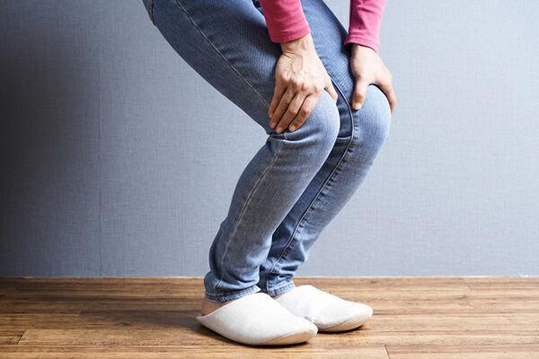 ひざの痛みを和らげる効果が期待できる!「中指ぐるぐる回し」