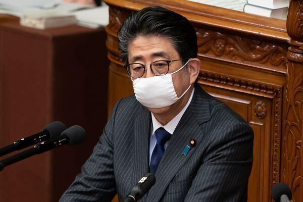 7日に緊急事態宣言を発令する予定の安倍首相(写真:アフロ)