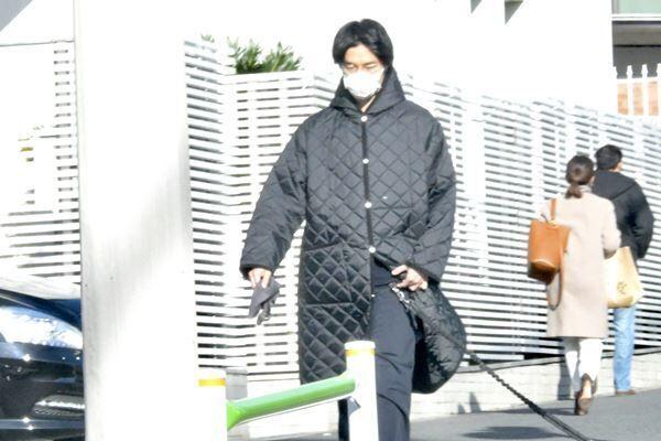 【Q1】ヒント:受難続きの大河俳優は愛犬散歩中