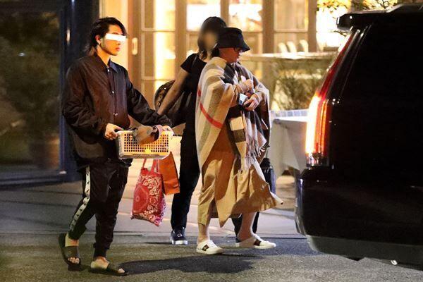 昨年11月、西麻布にある高級エステ店に現れた浜崎。