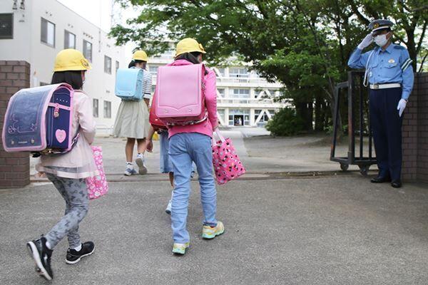 6月からの登校開始を発表する学校も(写真:時事通信)