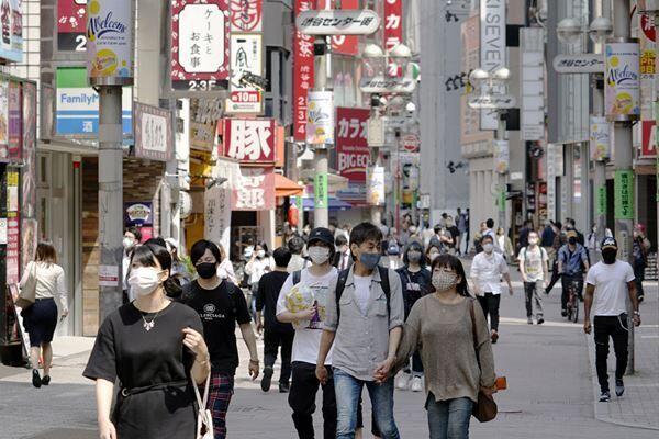 街には人の賑わいが増えている(写真:時事通信)