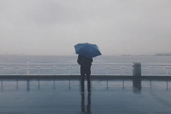 """雨の日に頭が痛い…「""""天気痛""""は頭痛薬に頼るな」と医師"""