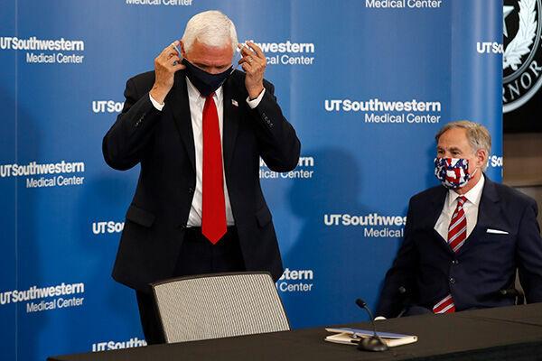 先月末、ペンス副大統領はテキサス州を訪問し、知事との会見でマスク着用を呼びかけていた(写真:AP/アフロ)
