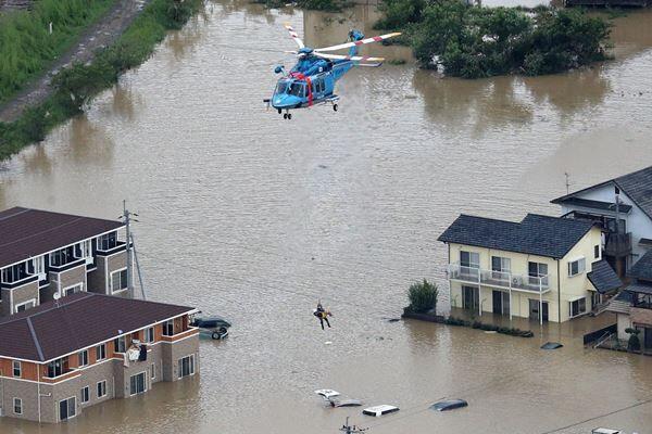全国に深い爪痕を残した豪雨(写真:時事通信)