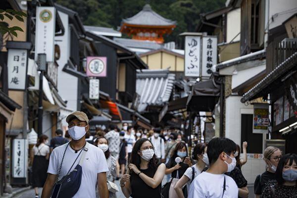 先日の4連休には京都に大勢の観光客が(写真:時事通信)