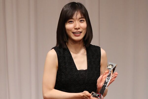 松岡茉優が三浦さん偲ぶ…信頼関係築いた2人のPR動画が反響