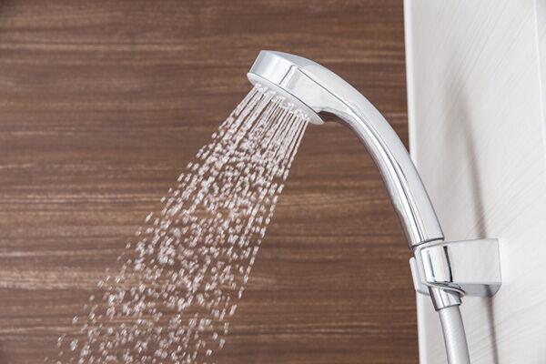 固定費削減で注目すべきは「シャワーヘッド」出水半分に