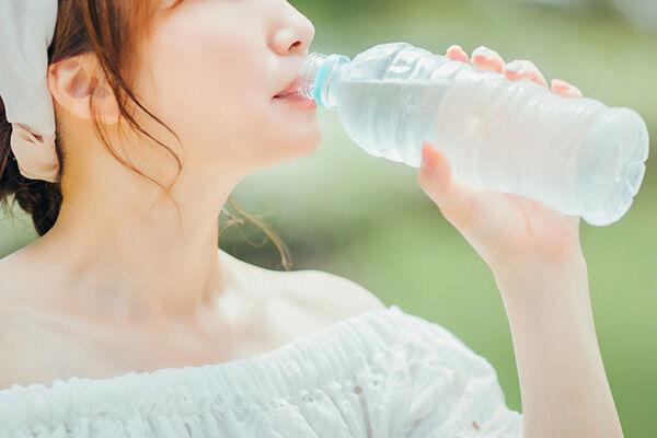 """熱中症対策で""""水がぶ飲み""""に罠…「水中毒」を医師が警鐘"""