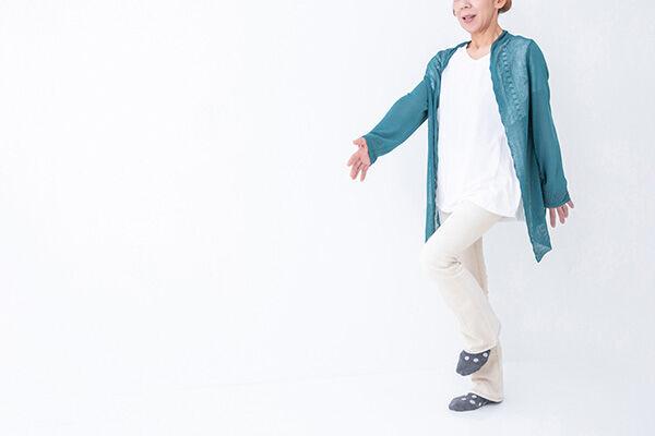 医師が実践!認知症防ぐ運動習慣「足踏みしながら計算する」