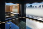 新宿を18階から見下ろして温泉に 大都会に出現した温泉旅館