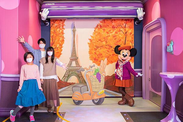 季節のミニーに会える! /(C)Disney