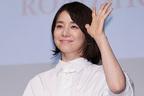 石田ゆり子、大竹しのぶほか会見ではロング丈ドレスが流行