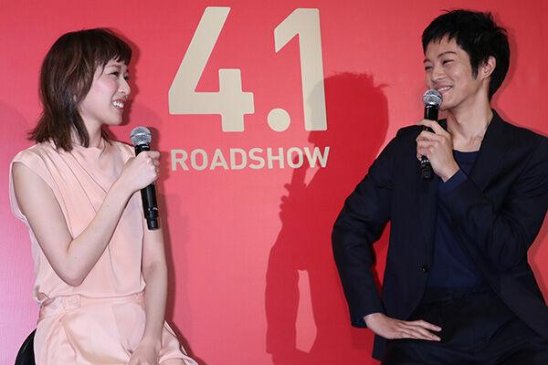 戸田恵梨香の華麗なる恋愛遍歴 背景に共演者との絶妙な距離感